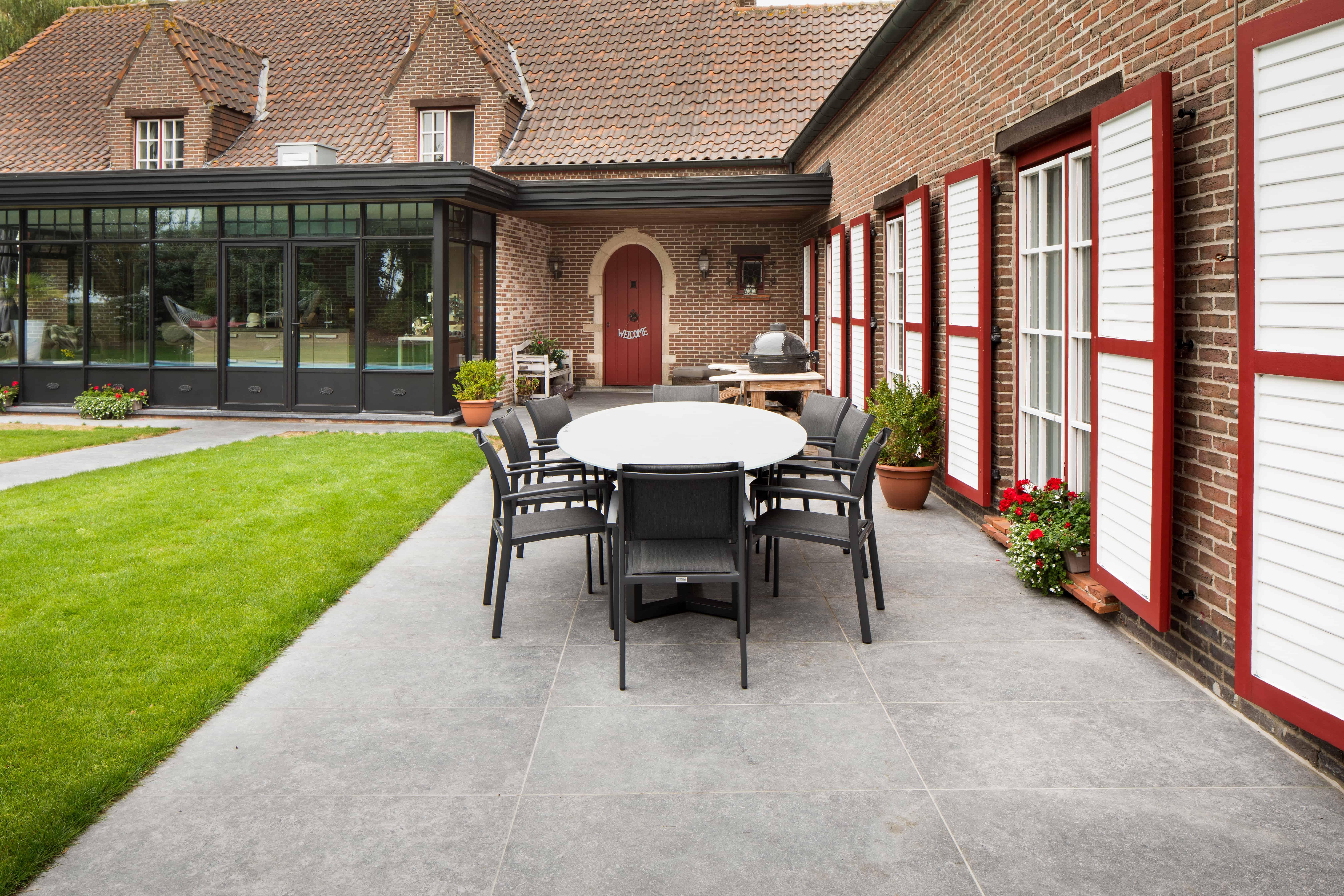 Terras met natuursteen tegels - terras met XXL-tegels - Kortrijk