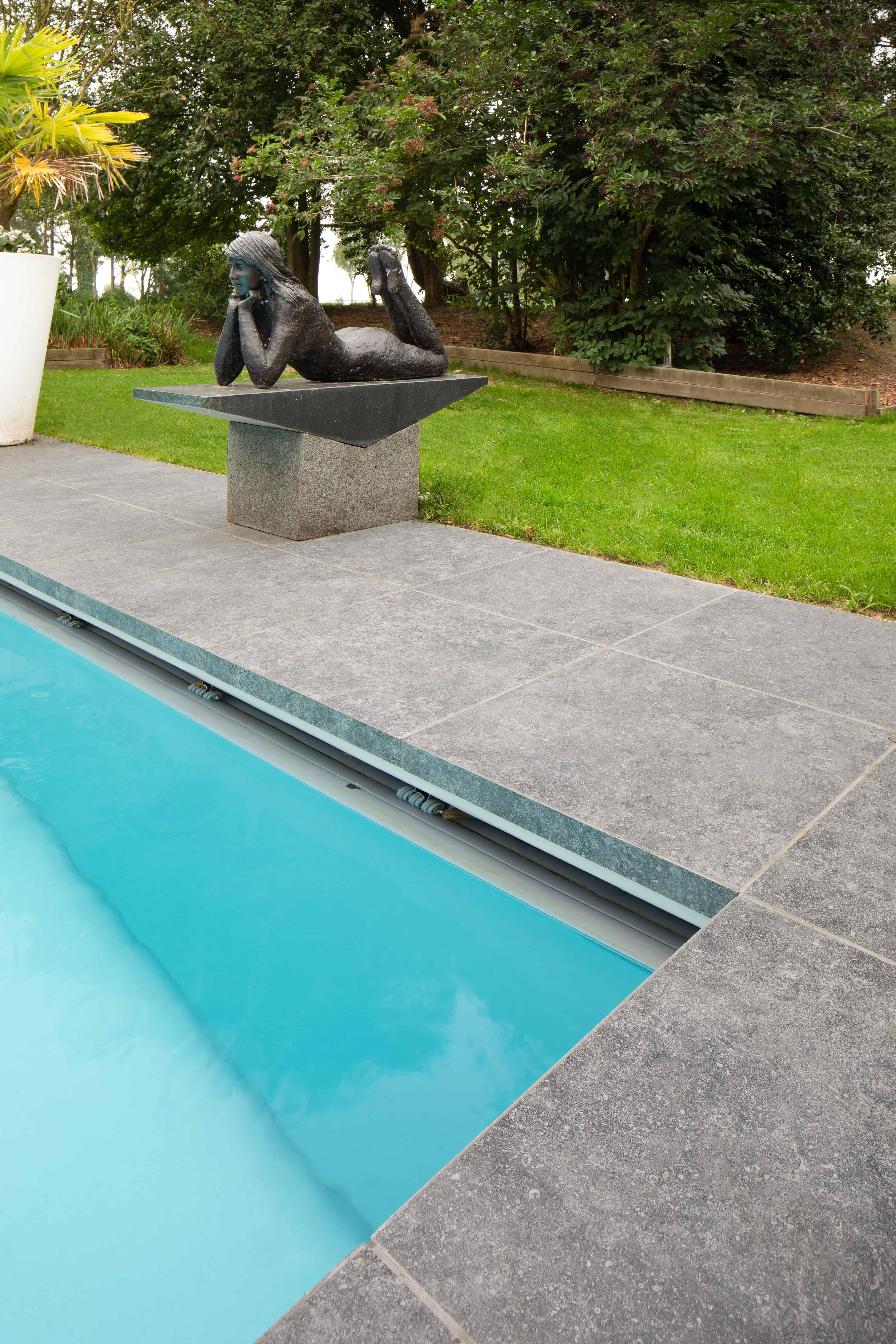 XXL tegels aan zwembad - Torhout