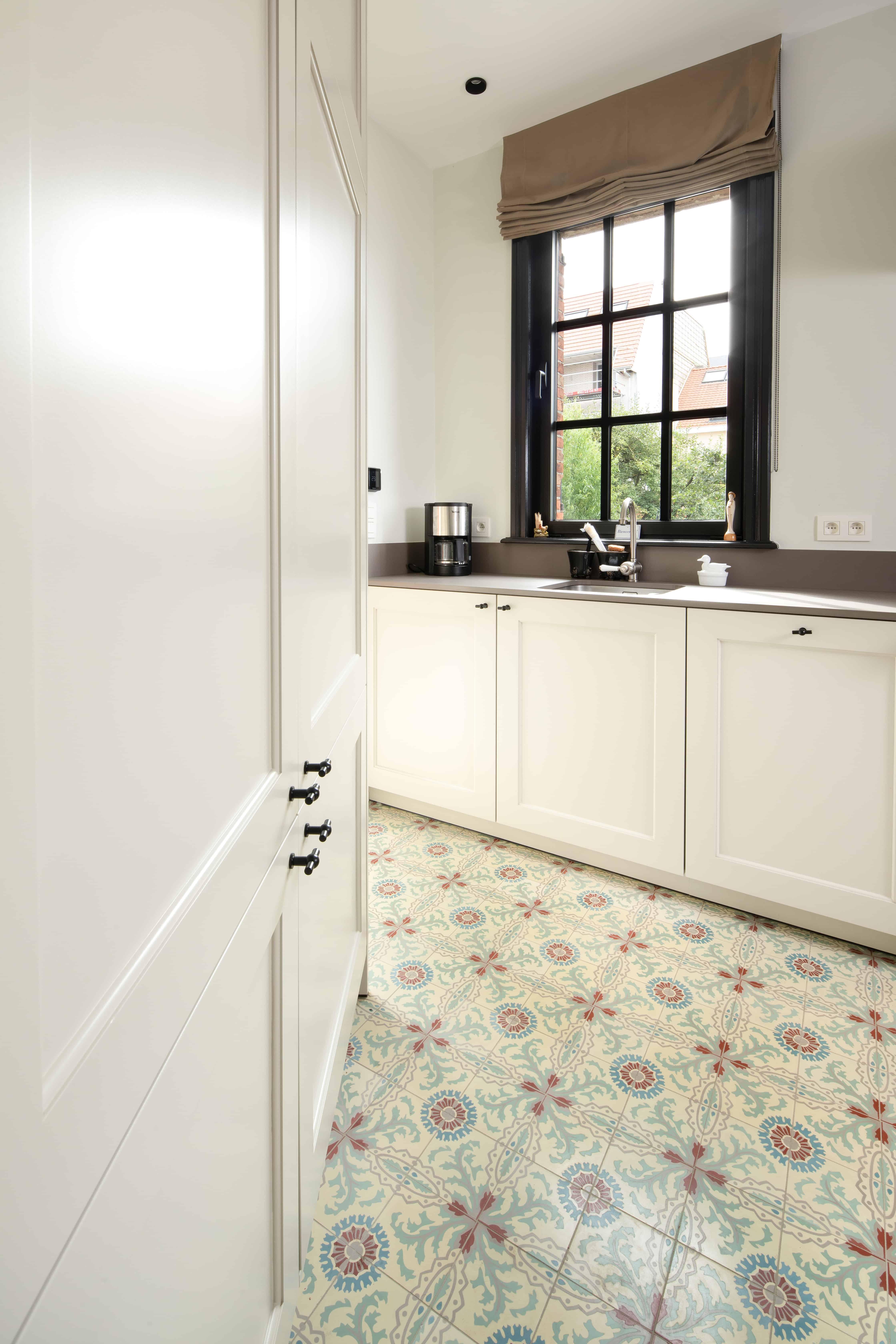 Keukenvloer met retro tegels - tegels klein formaat in keuken - rustiek - landelijk