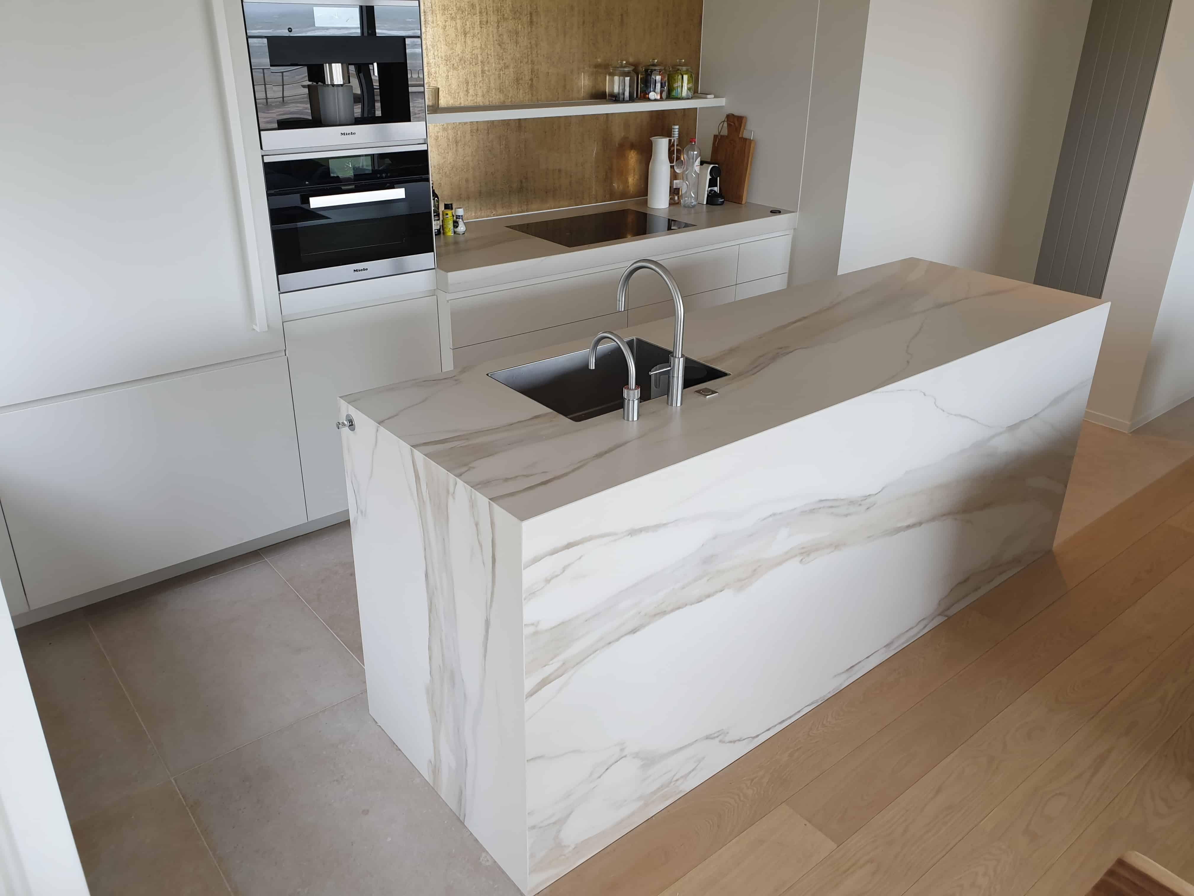 Marmer XXL tegels in keuken Oostende - keuken aanrecht in marmer